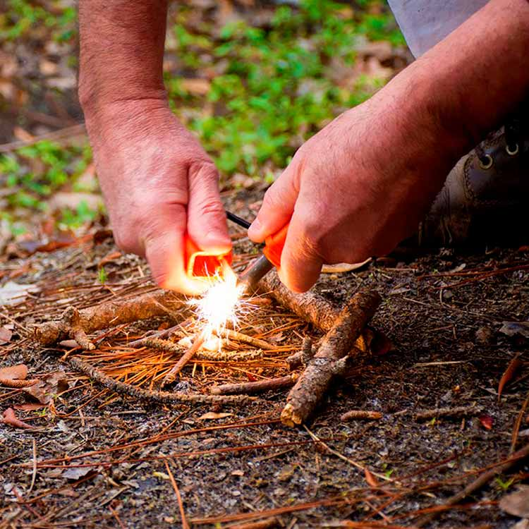survival-camping-fire-starting