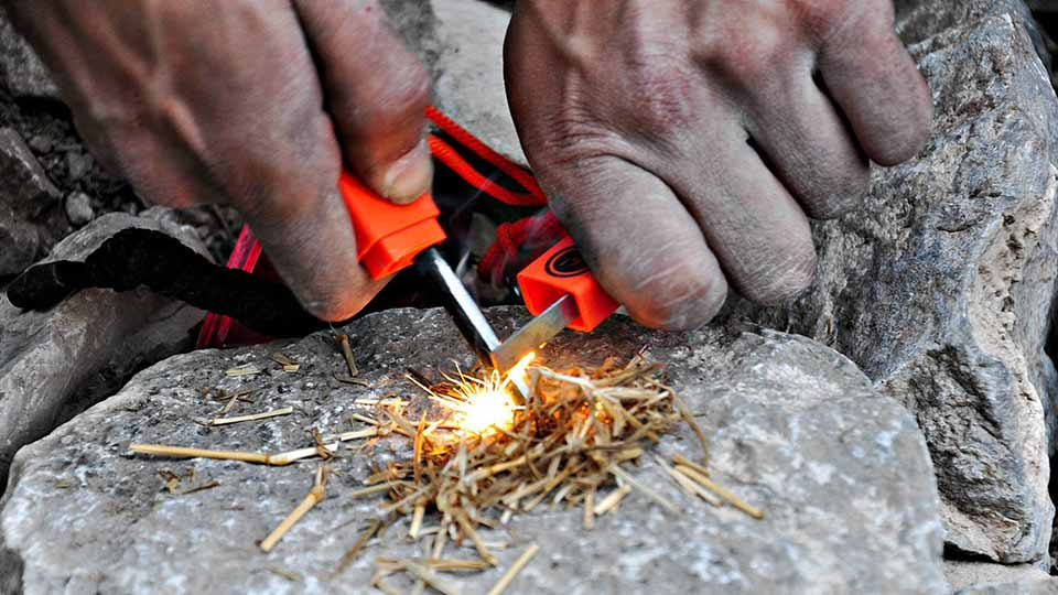 survival-camping-fire-starting-hand-held-flares