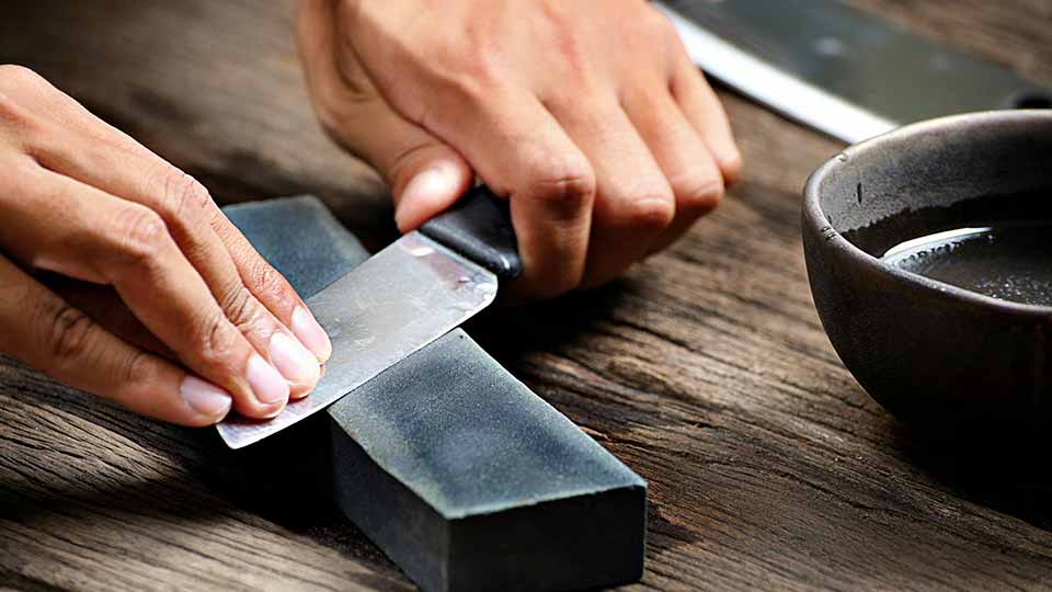 how-to-sharpen-a-knife-the-right-way